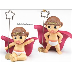 figura bebe con pinza